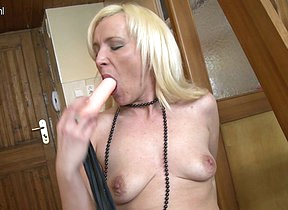 Horny MILF working her pussy hard