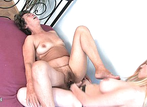 Mature lesbian Felice loves someones skin taste be useful to young pussy