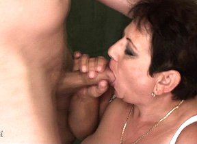 Mature Mariette gets stuffed on the toilet