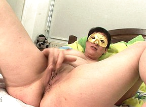 Masked mature slut getting herself wet