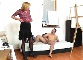 Horny mature paintress gets fucked by her model