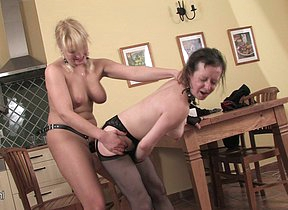 maughty babe doing a mature lesbian