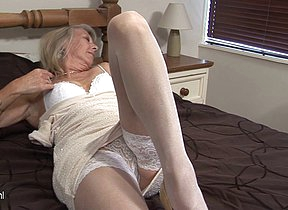 Beauteous mature floozy playing with her pussy